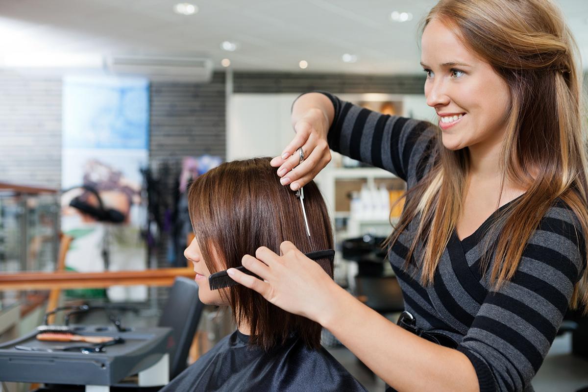 Благоприятные дни для стрижки волос в июле 2021 года по лунному календарю