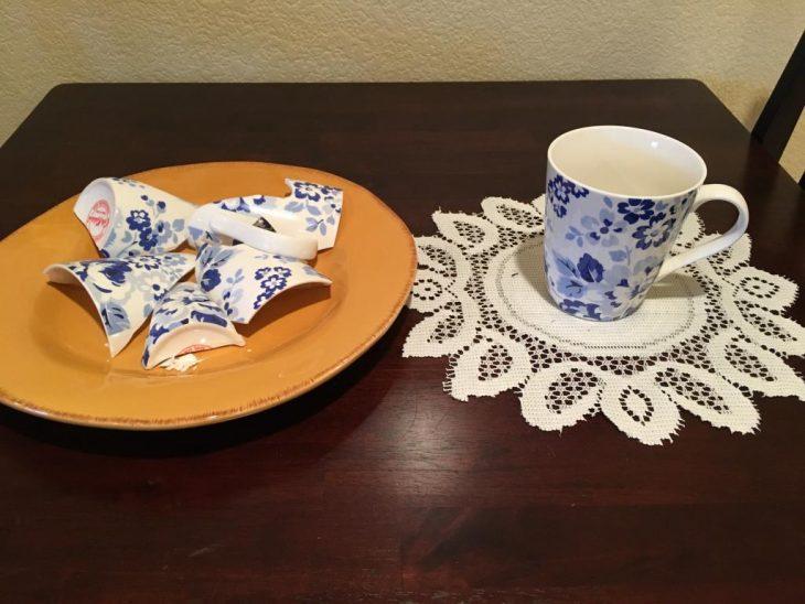 Что предвещает чашка, разбитая в гостях
