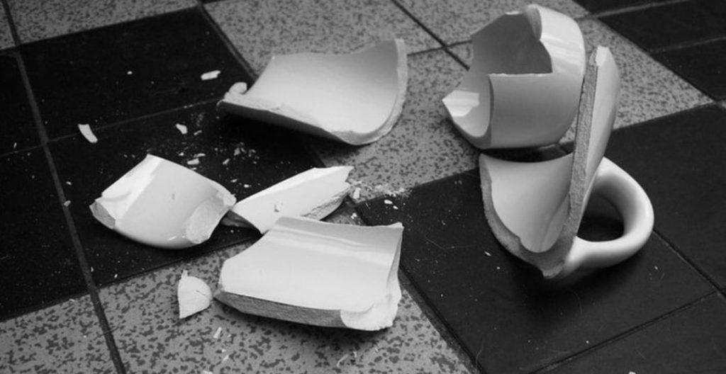 Разбитая чашка примета
